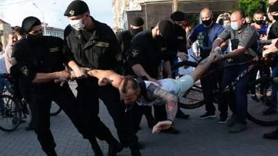 Влада пішла на діалог: МВС Білорусі обіцяє до 6 ранку відпустити всіх затриманих