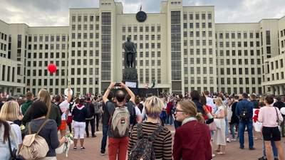 Приїхали і поїхали: силовики та техніка наразі покинули центр Мінська