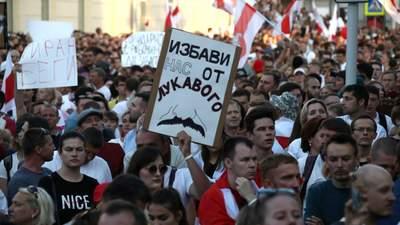 """Чому протести в Білорусі не припиняться: чи може хтось """"врятувати"""" Лукашенка"""