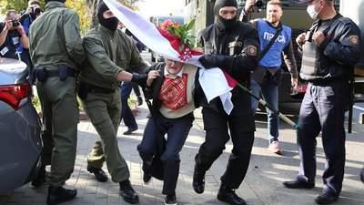 Масштабный Марш женщин, столкновения с ОМОНом: ситуация в Беларуси 19 сентября – фото, видео