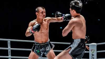 Чемпіона світу ледь привели до тями після брутального нокауту на шостій секунді бою: відео