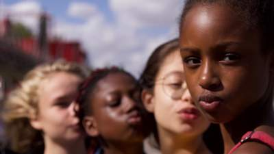 """Скандальні """"Красуньки"""" увійшли до 10 найпопулярніших стрічок Netflix"""