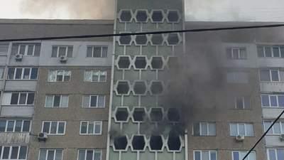 В Киеве произошел пожар в жилом доме: фото и видео