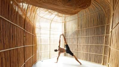 У Таїланді сплели студію для йоги: як виглядають велетенські ротангові капсули – фото