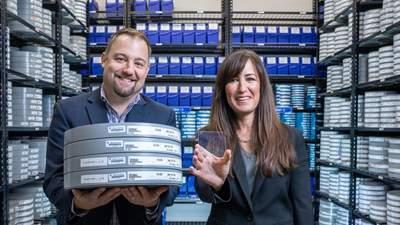 Дослідникам вдалося записати на невелике скло 75,6 терабайт даних