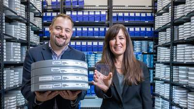 Исследователям удалось записать на небольшое стекло 75,6 терабайта данных