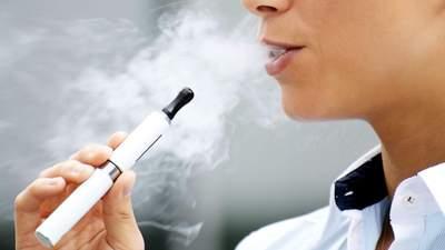 Рада хоче посилити відповідальність і заборонити продаж електронних сигарет дітям