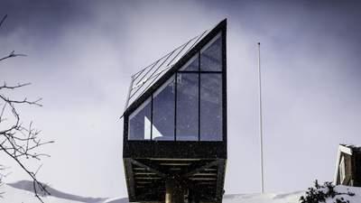 Діамант в снігах: в Норвегії побудували сучасний міні-будинок незвичної форми – фото