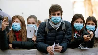 Тяжелая зима в условиях COVID-19: почему Европа и США проигрывают в борьбе с вирусом