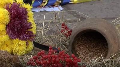 Тисячі запалених лампадок: як у містах України вшанували жертв Голодоморів – фото, відео