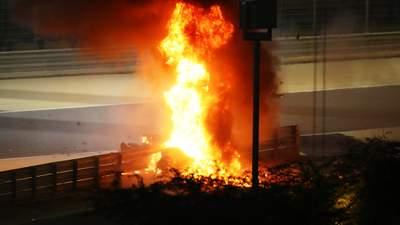 Гонщик Формулы-1 попал в жуткую аварию: болид вспыхнул за секунду и разорвался на части