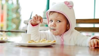 Не чипси і цукерки: якими мають бути перекуси у дітей і чому це важливо