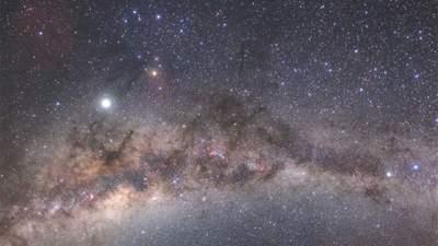 Впечатляющий вид из пустыни на Млечный путь: фото недели
