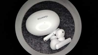 Огляд бездротових навушників Huawei FreeBuds 4i із активним шумозаглушенням