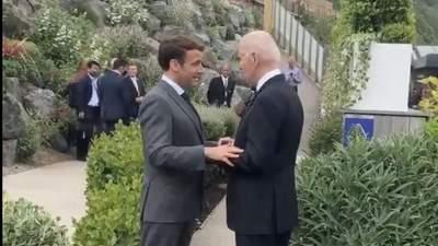 """Франція і США """"рішучі і єдині"""": Байден вперше зустрівся з Макроном"""