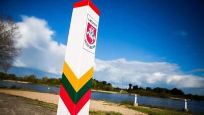 Белорусские беженцы разбили лагерь на границе с Литвой: их требования