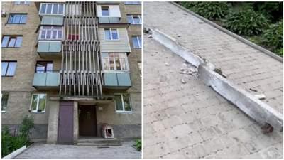 Едва не травмировала женщину: в Черновцах с многоэтажки упала бетонная балка – видео