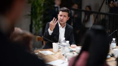 Зеленський почастував американських журналістів салом на кухні своїх батьків: фото