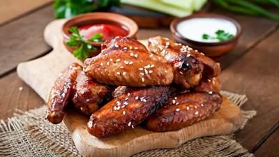 Як приготувати запечені курячі крильця у пиві: домашній рецепт