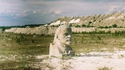 В карьере на Луганщине демонтировали огромный бюст Ленина: фото