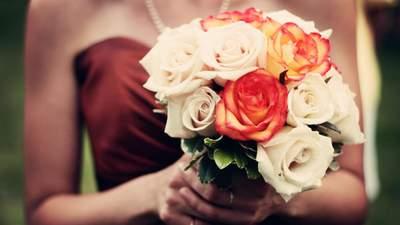 Дівчина засоромилася на весіллі через плаття: що вона одягнула