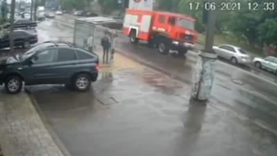 Пожарные почти перекинулись: в Одессе водитель ГСЧС показал высший пилотаж – видео