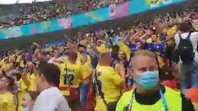 """Новый хит от украинских болельщиков: в Бухаресте пели """"Хто не скаче – той москаль"""""""