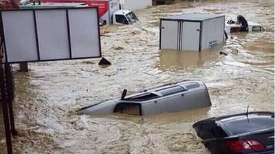Вода змітає все на своєму шляху: в Ялті оголосили надзвичайну ситуацію через зливи