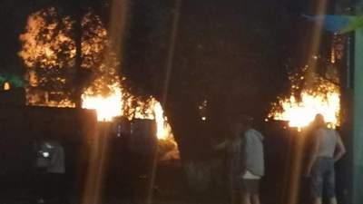 Все у вогні: в Ужгороді горів ромський табір – моторошні фото, відео
