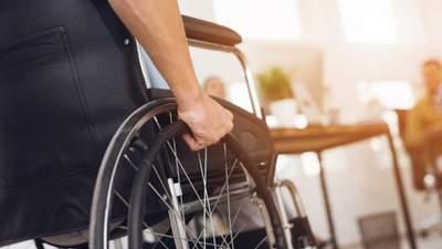 Оставили среди кладбища: возмутительные примеры циничного отношения к людям с инвалидностью