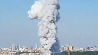 В центре Москвы вспыхнул пожар на складе пиротехники: раздаются взрывы – видео