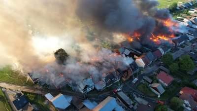 У Польщі майже вигоріло село: фото та відео жахливої пожежі
