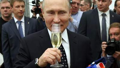 Путин коснулся Байдена и подобрел