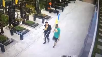 Сорвали флаг с могилы военного: вандализм в Полтаве