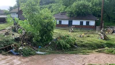 Разрушенные дороги и поврежденные мосты: непогода разгулялась на полную на Буковине – фото