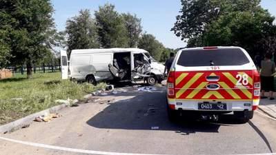 На Днепропетровщине не разминулись ВАЗ и микроавтобус: есть жертвы – фото