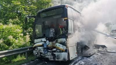 Зіткнулись та спалахнули: у Росії в ДТП потрапили автобуси з дітьми – багато постраждалих