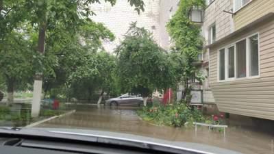 Люди добираються вплав: Одещину накрила потужна злива – затопило Ізмаїл – відео