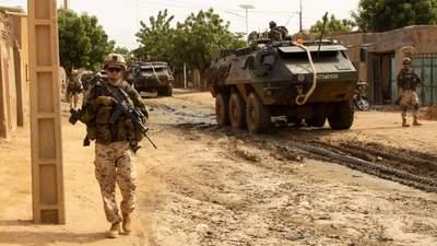 Заминированное авто врезалось в колонну французских военных в Мали: есть раненые