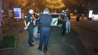 В центре Николаева отношения выясняли с помощью драки и стрельбы: фото