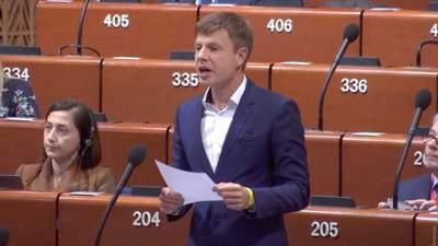 """За флаг Украины и """"Путина убийцу"""": в ПАСЕ решили не наказывать Гончаренко"""