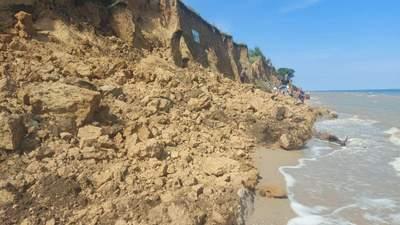 В Одесской области произошел оползень на пляж: продолжаются поиски пострадавших – фото