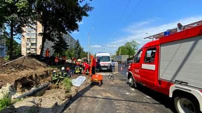 В Тернополе произошел оползень: два человека оказались под землей