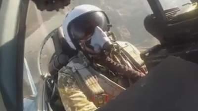 Минобороны показало, как летчик выполняет фигуры высшего пилотажа: мощное видео
