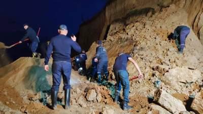 Зсув грунту на пляжі в Одеській області: нові подробиці від рятувальників
