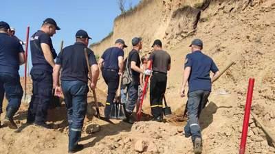 Обвал грунта на пляже в Одесской области: пропавших нашли, однако работы продолжаются – видео
