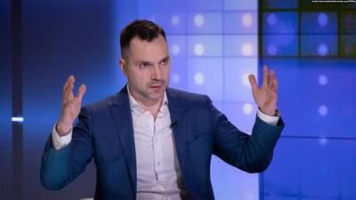 Россия выдала свои учения за якобы обстрел эсминца, – Арестович об инциденте в Черном море