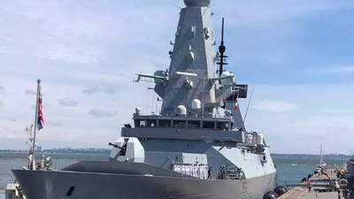 Без выстрелов: Минобороны России показало видео пролета истребителя над британским эсминцем