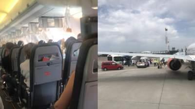 """Без маски стало нереально дихати, – очевидець про екстрену посадку літака в """"Борисполі"""""""