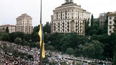 Привезли із Західної України: 31 рік тому у Києві вперше підняли синьо-жовтий прапор